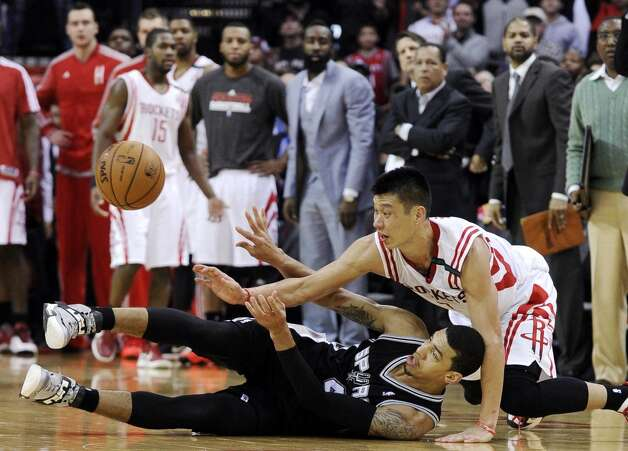 Houston Rockets' Jeremy Lin, right, and San Antonio Spurs' Danny Green battle over a loose ball in the second half of an NBA basketball game, Monday, Dec. 10, 2012, in Houston. The Spurs won in overtime 134-126. (AP Photo/Pat Sullivan) (Associated Press) Photo: Pat Sullivan, Associated Press