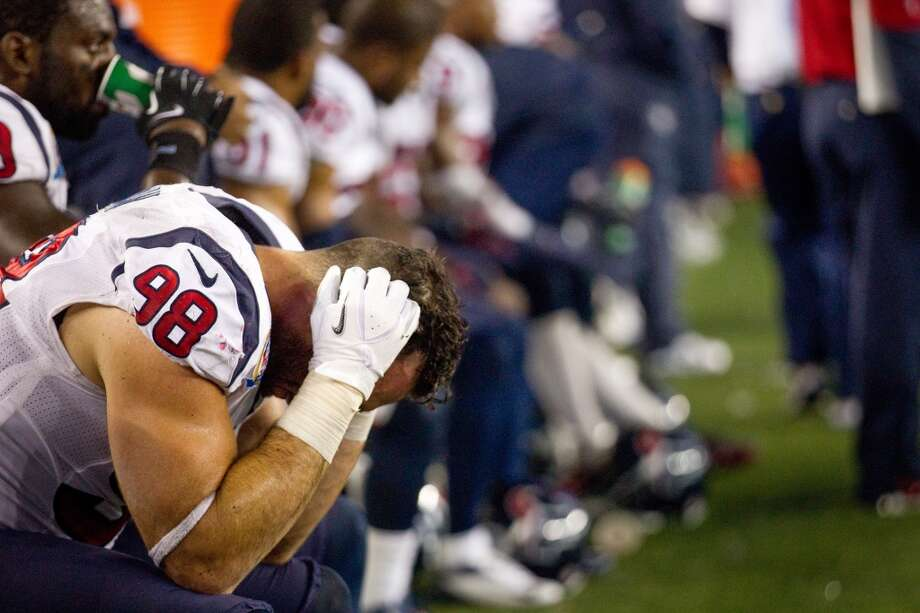 Texans outside linebacker Connor Barwin (98) sits on the bench during the fourth quarter of loss to the New England Patriots. (Brett Coomer / Houston Chronicle)