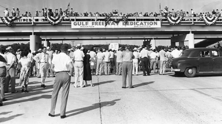 PHOTO FILED: GULF FREEWAY.  08/02/1952 - More than 5000 spectators gathered at a Dickinson overpass to officially open the Gulf Freeway,  August 2, 1952. The ceremonies were held on the overpass north of Dickinson Bayou, half way between Houston and Galveston.   Gunnar Liljequist, Jr / Houston Chronicle