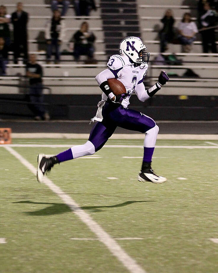 Kevin Shorter is off to the races for one of his four touchdown runs against Franklin. Photo: Sherry Tracy