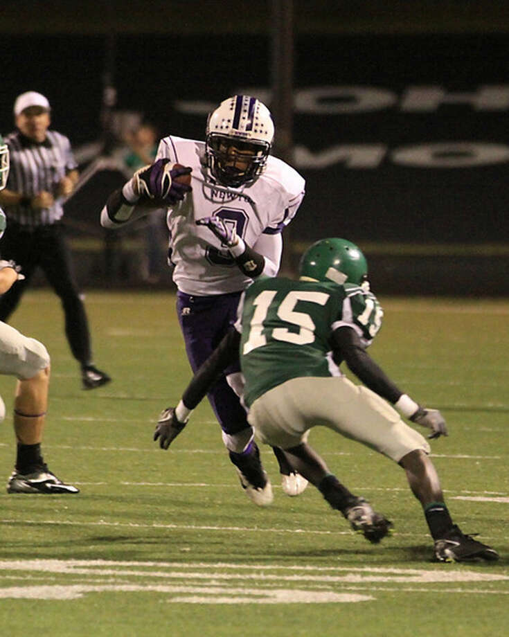 Kevin Shorter eludes a Franklin defender. Photo: Sherry Tracy