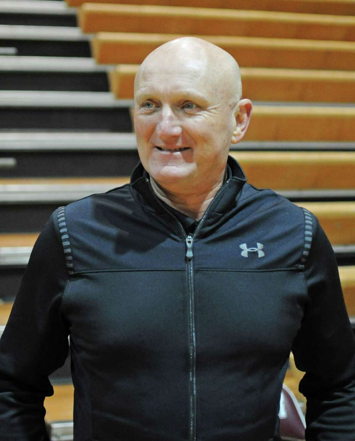 Pearland?s Steve Buckelew, who is in his 18th season with the Oilers, notched his 600th win as a high school boys basketball coach in a 60-48 triumph on Friday at Dobie.