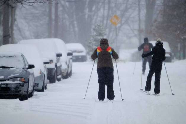 Seattlites brave the snow on skis on Capitol Hill in Seattle on Wednesday, Jan. 18, 2012. Photo: SOFIA JARAMILLO / SEATTLEPI.COM