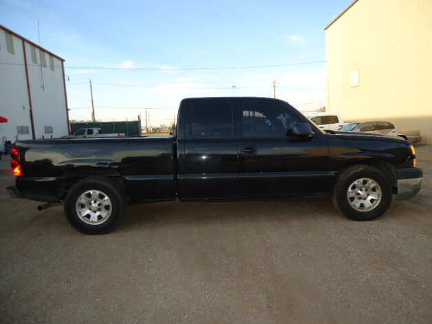 This 2006 GMC Sierra is being auctioned by the Harris County DA's Office. Photo: Picasa, Apple Towing