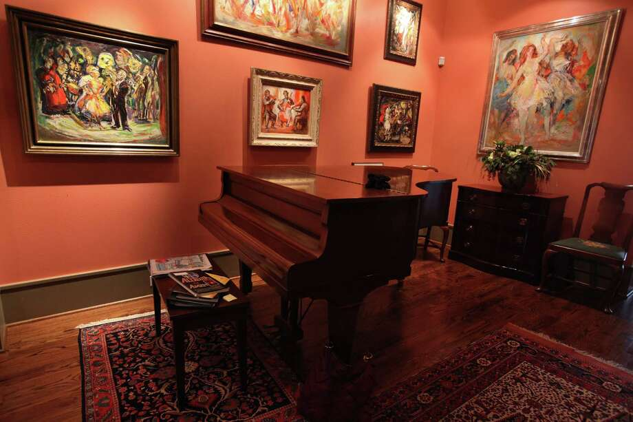The New York Themes: Paintings and Prints by Theresa F. Bernstein and William Meyerowitz owned by Girard Jackson on Thursday, Dec. 6, 2012, in Sugar Land.  ( Mayra Beltran / Houston Chronicle ) Photo: Mayra Beltran, Staff / © 2012 Houston Chronicle
