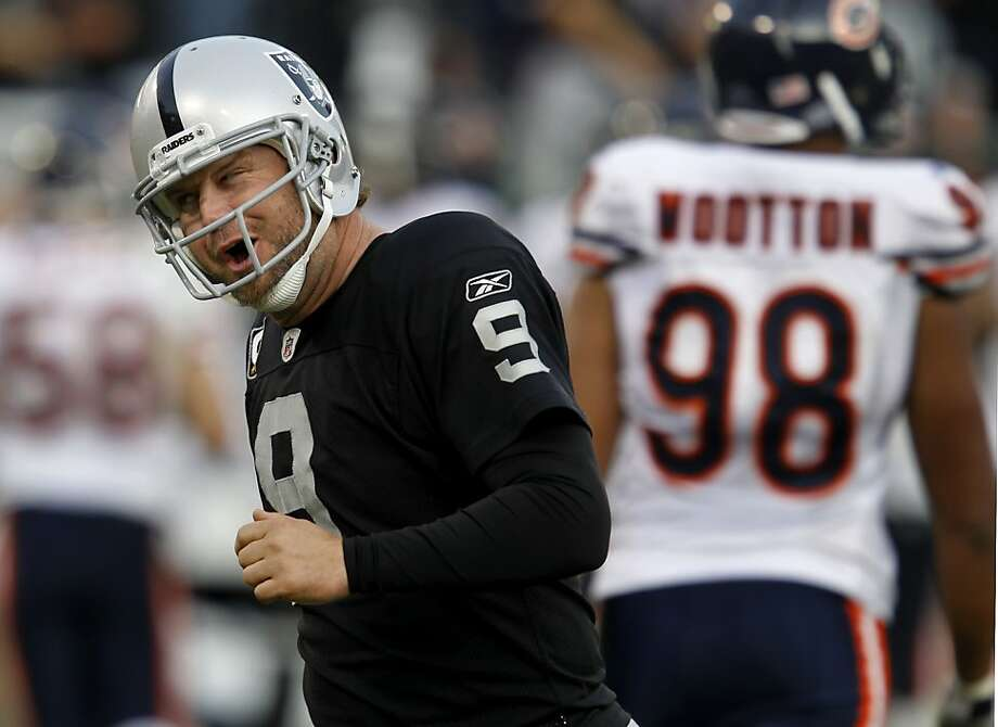 Shane Lechler, the Raiders' one perennial Pro Bowl selection, celebrates an 80-yard punt against the Bears last season. Lechler is in the last year of a four-year, $16 million contract. Photo: Brant Ward, The Chronicle
