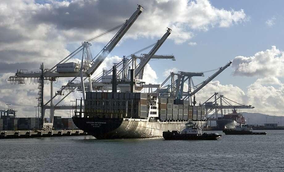 The Horizon Enterprise dumped oily waste into San Francisco Bay in 2010. Photo: Kim Komenich, The Chronicle
