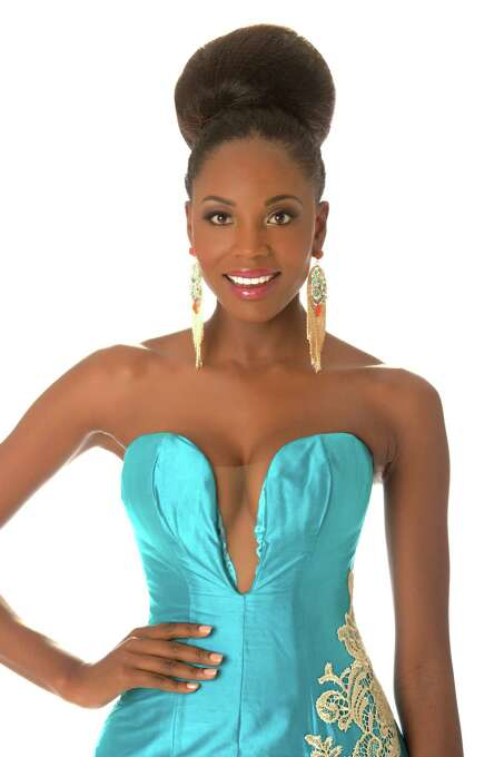 Miss Angola 2012, Marcelina Vahekeni, poses in her evening gown. Photo: Matt Brown, Miss Universe Organization / Miss Universe Organization