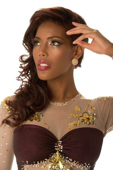 Miss Curacao 2012, Monifa Jansen, poses in her evening gown.
