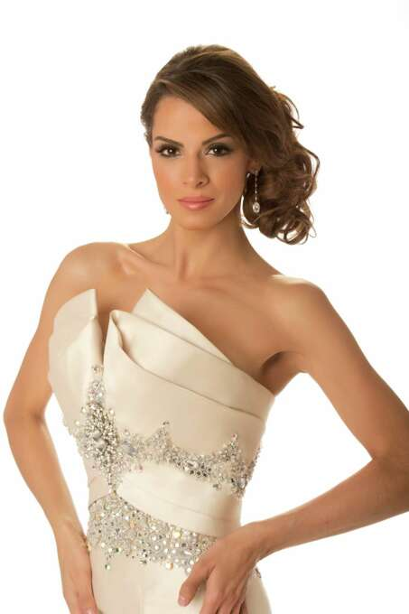 Miss Guatemala 2012, Laura Godoy, poses in her evening gown. Photo: Matt Brown, Miss Universe Organization / Miss Universe Organization