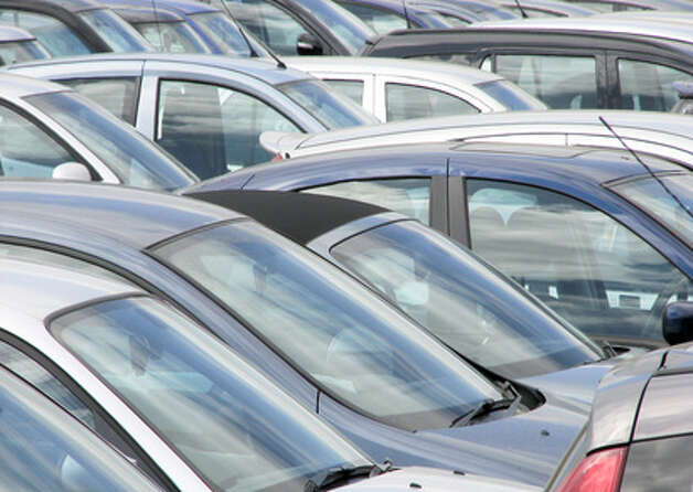 Telephoto view of cars parked in crowed car park. Photo: Fotolia / © Copyright Ron Hudson 2012