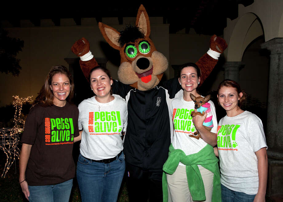 OTS/HEIDBRINK.  San Antonio Pets Alive! tournament director Lindy Hardin, Natalie Reyes, the Spurs Coyote, executive director Ellen Jefferson with Marilyn, the chihuahua, and Lena Scalercio get together at the Fore! PAWS Golf Tournament after party at the Club at Sonterra. Photo by Jamie Karutz. Photo: Jamie Karutz / Special to the Express-News