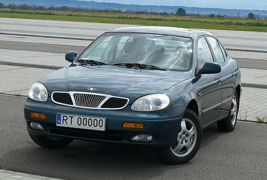 "1999 Daewoo Leganza: This sedan was marketed as ""affordable luxury."" AOL points out that it didn't live up to either title. It came off as a cheap knockoff. (Photo: Blue25, Wikipedia)"