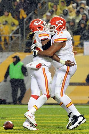 Kansas City Chiefs running back Jamaal Charles (25) celebrates with guard Jeff Allen (71) after scoring a first-quarter touchdown against the Pittsburgh Steelers in an NFL football game, Monday, Nov. 12, 2012, in Pittsburgh. (AP Photo/Don Wright) Photo: Don Wright, FRE / FR87040 AP