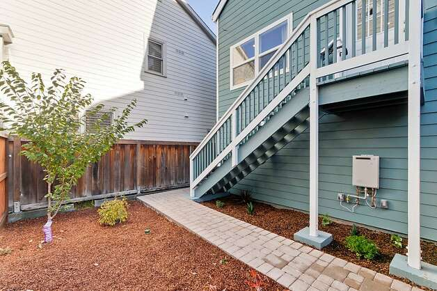 Both homes are two-stories. Photo: Victor Lin/Victor Lin Photograph