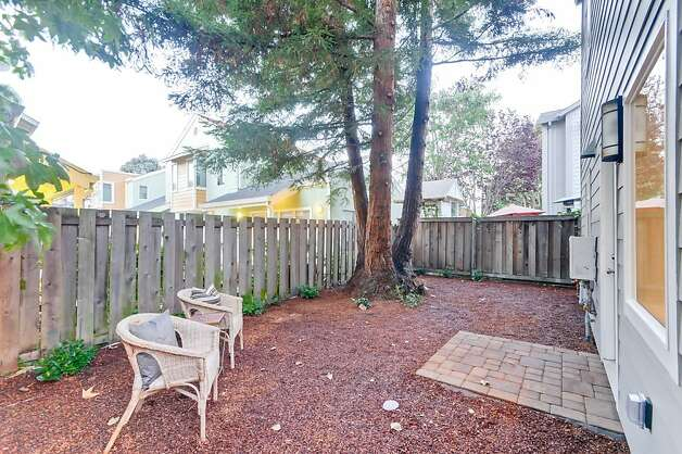 Both homes have separate, fenced-in yards. Photo: Victor Lin/Victor Lin Photograph