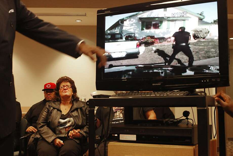 Rosemary Duenez, the victim's mother, cries as John Burris plays the video. Photo: Lacy Atkins, The Chronicle