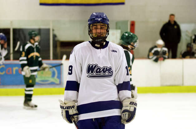 Darien's Robbie Juterbock (19) on the ice during the boys ice hockey game against Hamden High School at the Darien Ice Rink on Wednesday, Dec. 12, 2012. Photo: Amy Mortensen / Connecticut Post Freelance