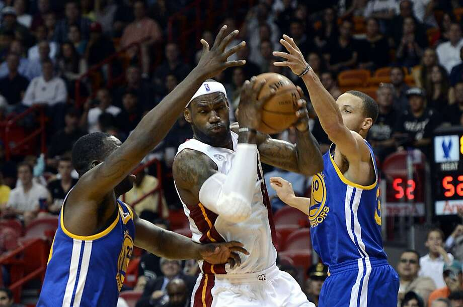 LeBron James, defended by Draymond Green (left) and Stephen Curry last month, could get his 20,000th point. Photo: Rhona Wise, Associated Press