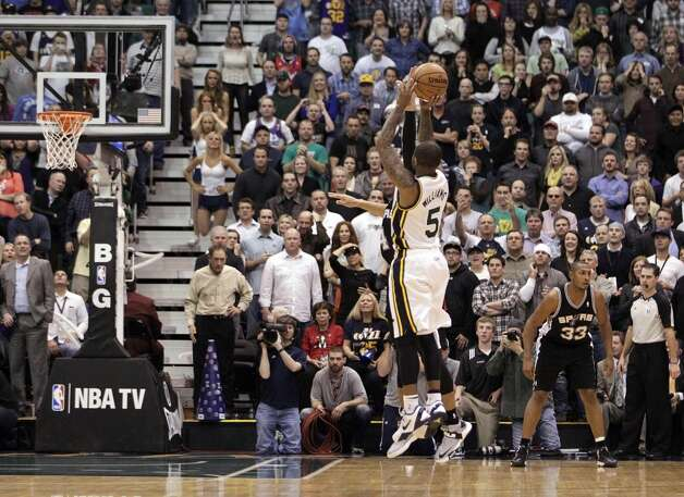 Utah Jazz point guard Mo Williams (5) shoots the game winning shot in the fourth quarter during an NBA basketball game against the San Antonio Spurs Wednesday, Dec.12, 2012, in Salt Lake City. The Jazz defeated the Spurs 99-96. (Rick Bowmer / Associated Press)