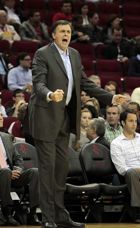 Kevin McHale attempts to get an officials attention. (Billy Smith II / Houston Chronicle)