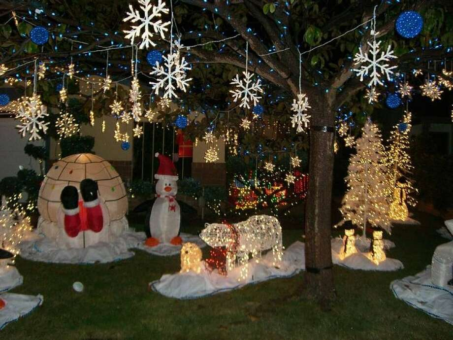 4641 Queen Anne Ct. Union City, Alameda County, 9458720 homes on Queen Anne Court are decked out with lights and holiday figures of Santa and companions from the North Pole. Some of the displays are accompanied by music. (lightsofthevalley.com)