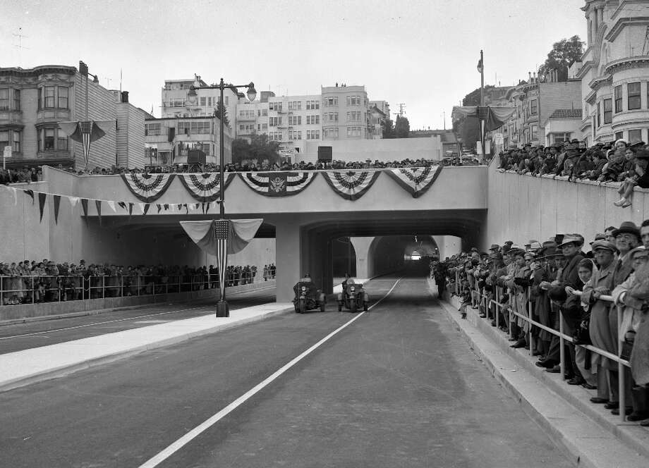 BROADWAY TUNNEL, Dec. 23, 1952: Thousands showed up to celebrate the opening of the Broadway Tunnel. Photo: Bill Young, The Chronicle / ONLINE_YES