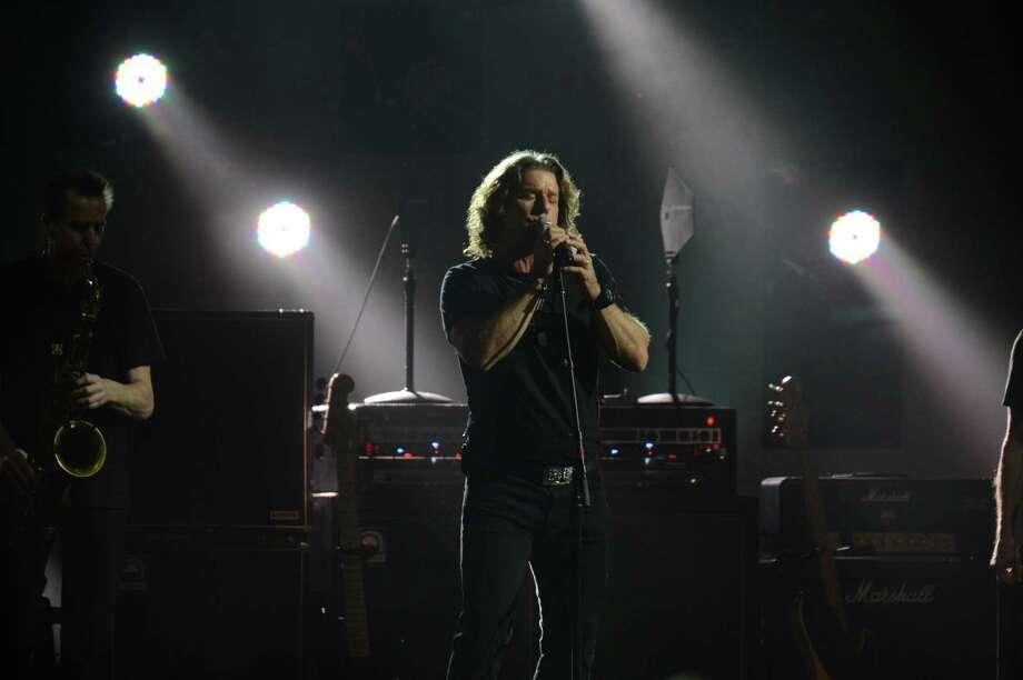 Eddie Vedder performs. (DON EMMERT/AFP/Getty Images) Photo: DON EMMERT, Ap/getty / 2012 AFP