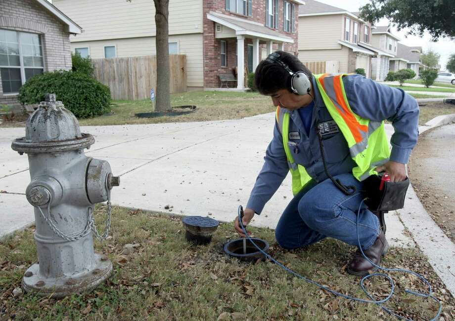 Rick Vasquez, a SAWS leak detection specialist, checks for leaks in the 100 block of Bridle Ridge on Monday Dec. 3, 2012. Photo: Helen L. Montoya, San Antonio Express-News / ©SAN ANTONIO EXPRESS-NEWS