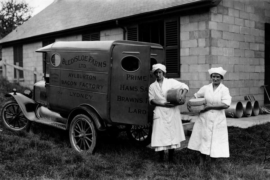 Delivery girls load up a van with cheeses at Sydney Park, Gloucestershire, England, in July 1924. Photo: Brooke, Getty Images / Hulton Archive