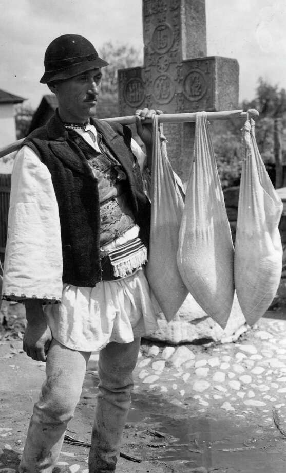 A cheese salesman plies his wares in Romania circa 1938. Photo: J. Fischer, Getty Images / Hulton Archive