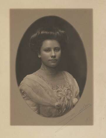 Studio portrait of Daisy Suckley, circa 1911.
