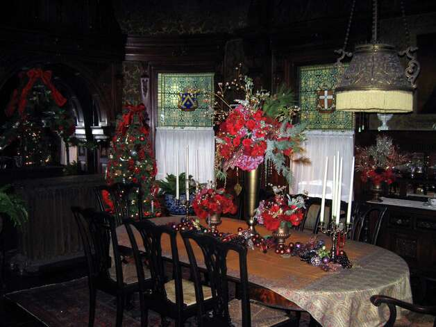 Wilderstein dining room, decorated for Christmas