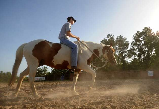 Cody Teel works out on his horse at his home in Kountze, Tuesday. Teel is training for the national bull riding competition. Tammy McKinley/The Enterprise Photo: TAMMY MCKINLEY / Beaumont