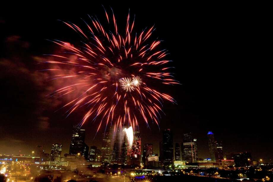 Fireworks light up the night sky over Eleanor Tinsley Park during the Freedom Over Texas celebration Friday, July 4, 2008, in Houston.  ( Brett Coomer / Chronicle ) Photo: Brett Coomer, Staff / Houston Chronicle
