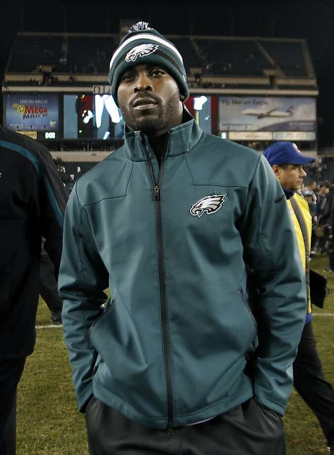 Injured Philadelphia Eagles quarterback Michael Vick walks on the field after an NFL football game against the Carolina Panthers Monday, Nov. 26, 2012, in Philadelphia. (AP Photo/Mel Evans) Photo: Mel Evans, Associated Press