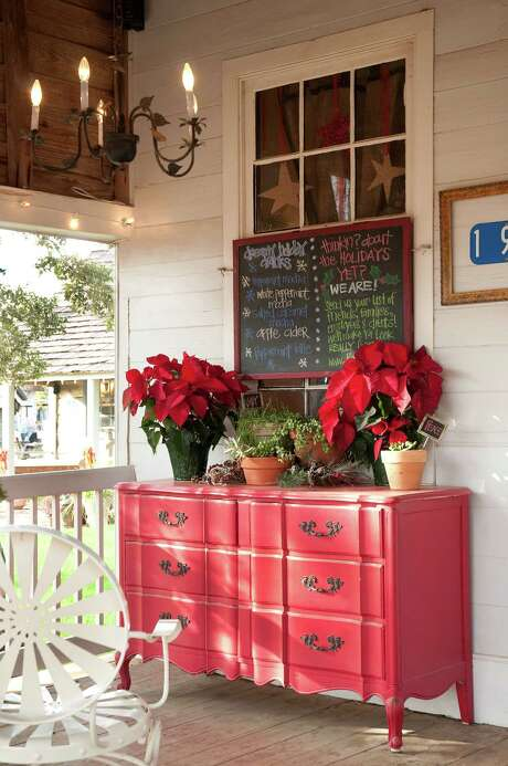 The front porch of Royers' Pie Haven, decorated festively for Christmas, beckons to Henkel Square visitors with coffees and pastries. Photo: Don Glentzer