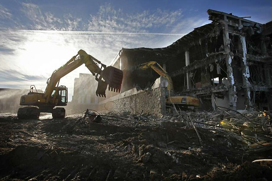 Homrich demolition contractors work to remove the old Sangren Hall at Western Michigan University on Thursday, Dec. 13, 2012 in Kalamazoo. Photo: Mark Bugnaski, Associated Press