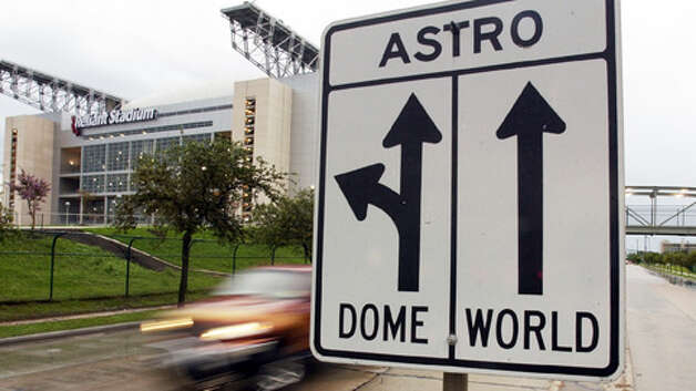Direction signs harken back to the days when the Astrodome and Astroworld were the only players on Kirby Drive near the Reliant Stadium Thursday afternoon, August 15, 2002.  For story on Reliant traffic.  (Smiley N. Pool/Chronicle).      HOUCHRON CAPTION (08/18/2002):  Directional signs harken back to the days when the Astrodome and AstroWorld were the only players on Kirby Drive. Photo: SMILEY N. POOL, . / HOUSTON CHRONICLE
