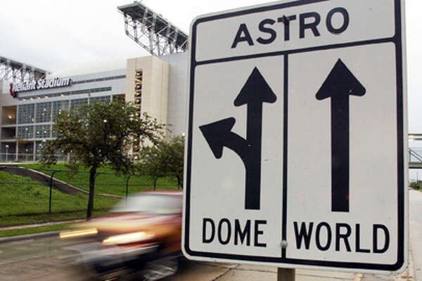 Direction signs harken back to the days when the Astrodome and Astroworld were the only players on Kirby Drive near the Reliant Stadium Thursday afternoon, August 15, 2002.  For story on Reliant traffic.  (Smiley N. Pool/Chronicle).      HOUCHRON CAPTION (08/18/2002):  Directional signs harken back to the days when the Astrodome and AstroWorld were the only players on Kirby Drive.