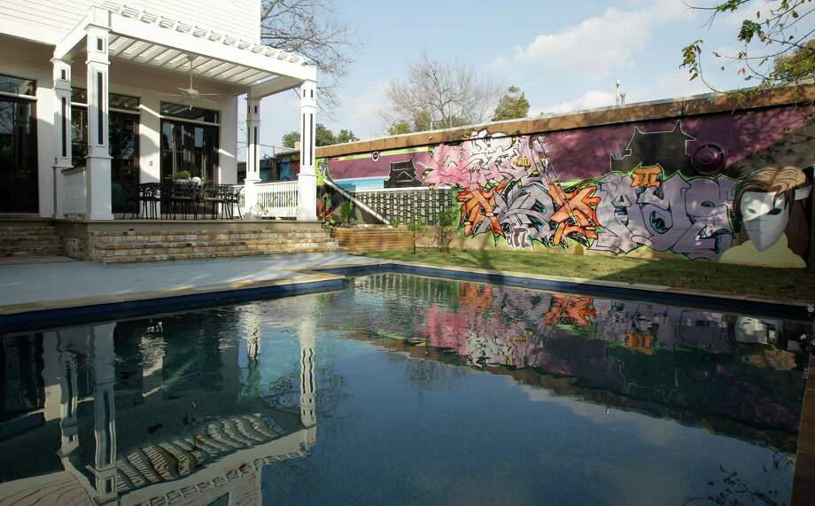 The pool and graffiti wall in artist Scheli Mason's Sixth Ward backyard. Photo: Melissa Phillip, Staff / © 2012 Houston Chronicle