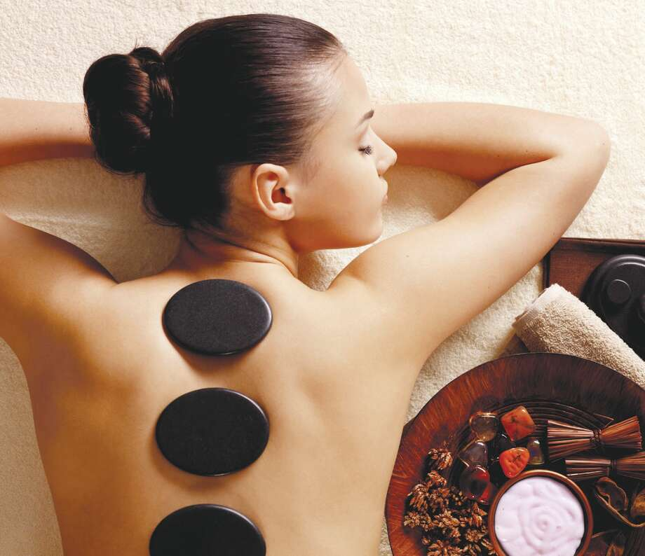 Hot Stone Massage ( Fotolia) Photo: Valua Vitaly / Photographer - Valua Vitaly Style - Margarita Valua