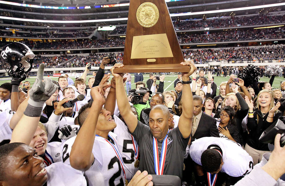 Cibolo Steele Knights' head coach Mike Jinks holds up the trophy after his team defeated the Denton Guyer Wildcats 24-21 in the Class 5A Division II state final Saturday Dec. 18, 2010 at Cowboys Stadium in Arlington, Tx. (PHOTO BY EDWARD A. ORNELAS/eaornelas@express-news.net) Photo: EDWARD A. ORNELAS, SAN ANTONIO EXPRESS-NEWS / eaornelas@express-news.net