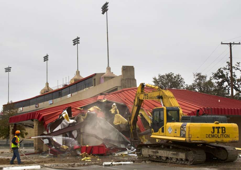 A crew demolishes a portion of Robertson Stadium on December 10. (Cody Duty / Chronicle)