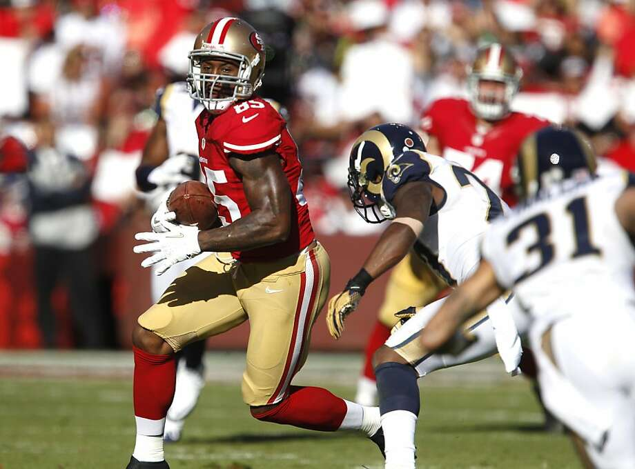 Tight end Vernon Davis (85) runs downfield in the second half of the San Francisco 49ers game against the St. Louis Rams at Candlestick Park in San Francisco, Calif., on Sunday November 11, 2012. Photo: Carlos Avila Gonzalez, The Chronicle
