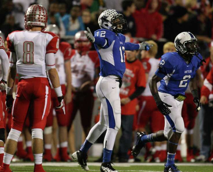 Navasota's Solomon McGinty (12) celebrates his fourth-down reception during the first half of a Clas
