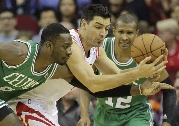 Rockets forward Carlos Delfino steals the ball from Celtics forward Jeff Green. (Melissa Phillip / Houston Chronicle)