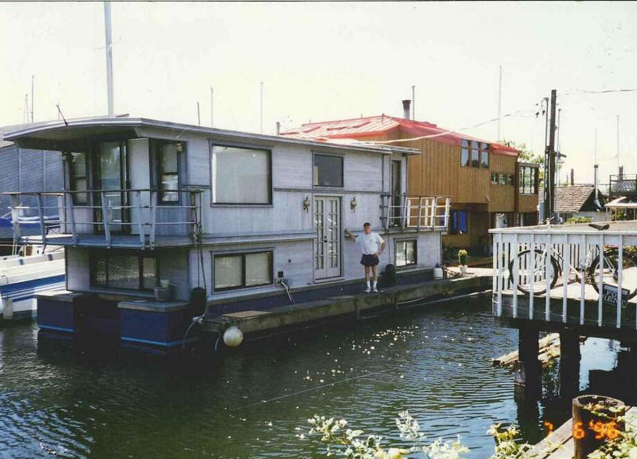 This is not a floating home or a vessel. It is a house barge, a type of  home banned in Seattle in the '90s, except for a few grandfathered ones.  House barges are incapable of moving around like boats. They don't have  to be hooked up to a sewer and they're supposed to not dump grey water  into the lake. Photo: City of Seattle. Photo: City Of Seattle