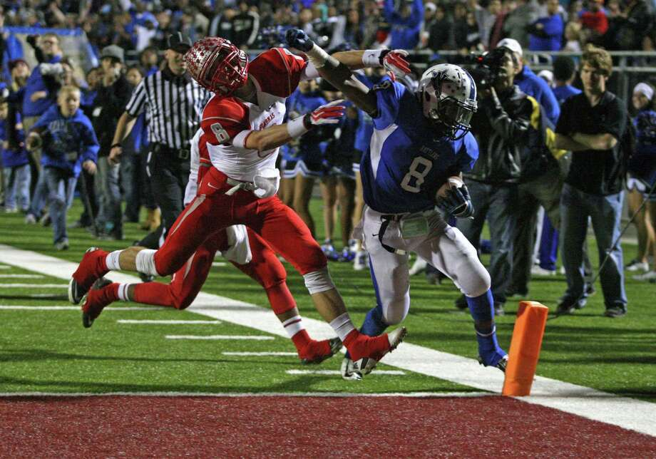 Navasota tailback Xavier Creeks, right, beats Bellville defensive back Cal Wood to the pylon in the fourth quarter for his second touchdown run Friday night. Photo: Eric Christian Smith, Freelance