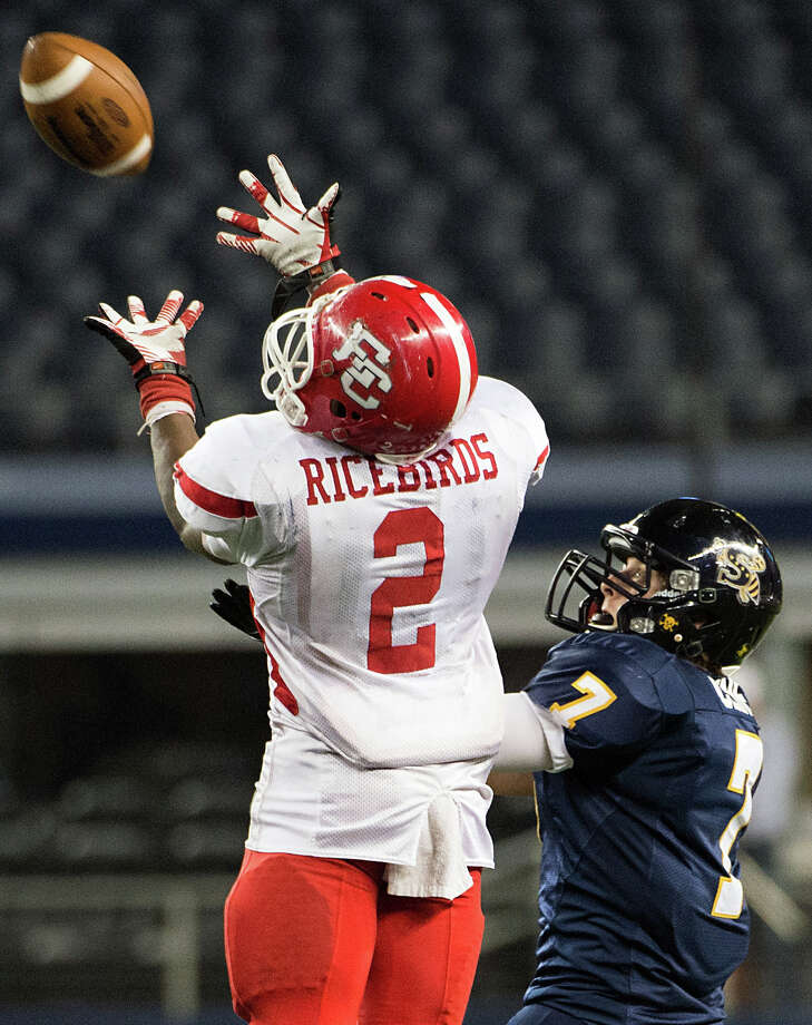 El Campo running back  Jack Davis (2) catches a pass as Stephenville defensive back CJ Cline (7) defends. Photo: Smiley N. Pool, Houston Chronicle / © 2012  Houston Chronicle